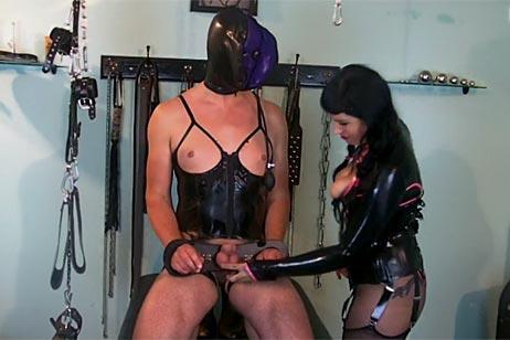 https://www.amateurporn24.net/bdsm-pornos-fetisch-sexcam-chat/